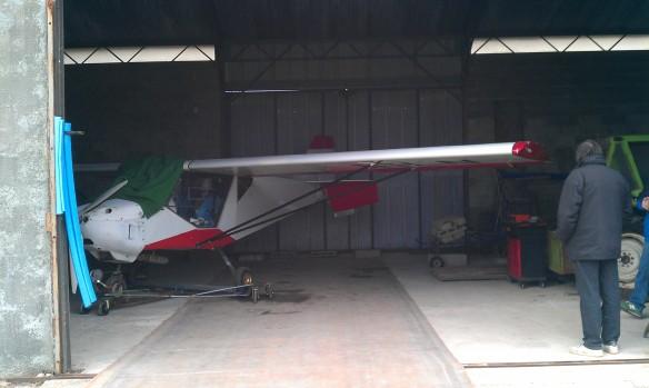 Guépard dans le hangard