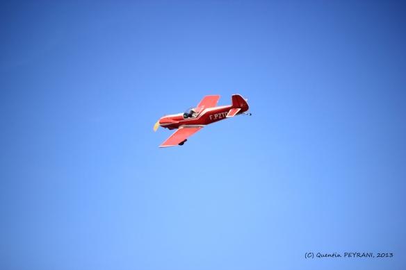 Un avion pris en plein vol