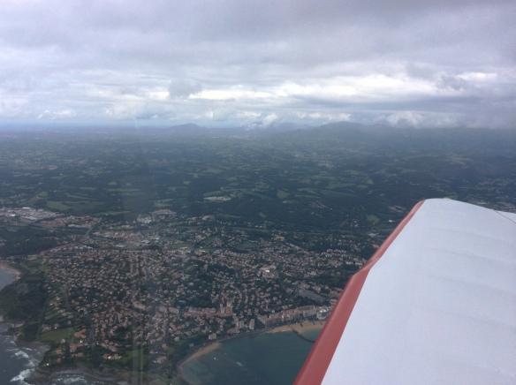 Les Pyrénées, on peut apercevoir St-Jean de Luz